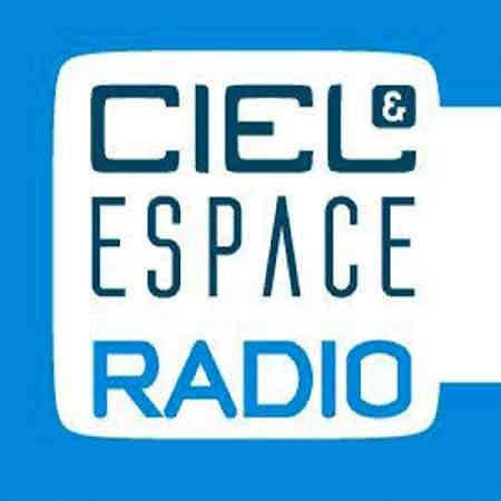 """Illustration du podcast """"ciel & espace"""" avec le titre du podcast sur fond bleu."""