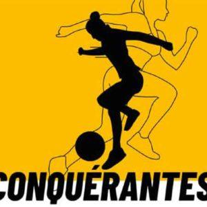 """Illustration du podcast """"conquerante"""" avec les représentations de deux silhouettes féminines athlétiques sur fond jaune, l'une joue au ballon et l'autre court."""