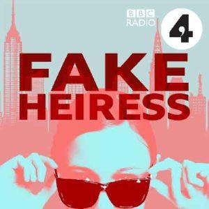 """Illustration du podcast """"fake heiress"""" avec une représentation du haut du visage d'Anna Delvey qui porte des lunettes de soleil, avec la ville de New-York en fond."""