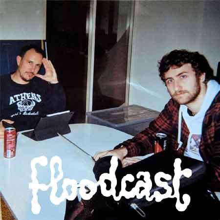 """Illustration du podcast """"floodcast"""" avec la photo de Florent Bernard et d'Adrien Ménielle autour d'une table, avec leurs ordinateurs portables, en tenues décontractées, en train de siroter du soda."""